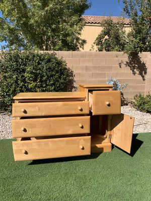 BEAUTIFUL DRESSER ( FREE DELIVERY 🚚 FIRM PRICE $130 ) GREAT CONDITION for Sale in Las Vegas, NV