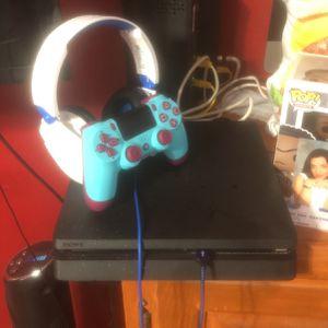 PlayStation 4 Slim 2TB W/ Turtle Beach headset for Sale in La Puente, CA