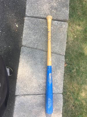 Brett blue baseball bat 30in no cracks, hits perfectly fine. A lot of pop for Sale in Burlington, CT