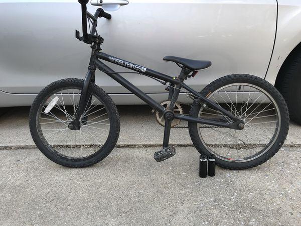 "BMX 18.5"" trick bike + foot pegs (hand brakes)"