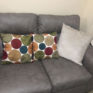 Available 3 Pier1 Throw Pillows For $40Retail Price $120 Pick Up Gaithersburg Md20877 for Sale in Gaithersburg, MD
