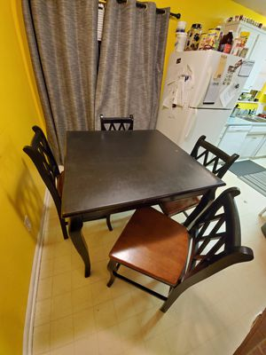 5 piece solid wood table set for Sale in Spartanburg, SC