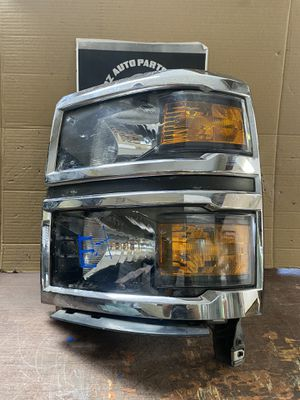 2014-2015 CHEVY SILVERADO 1500 LEFT HEADLIGHT HALOGEN for Sale in Dallas, TX