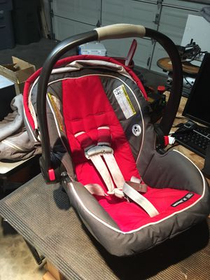 Graco Snugride Car seat and 3 base units for Sale in Puyallup, WA