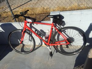 9 month old escape 3 Giant road bike large size for Sale in Las Vegas, NV