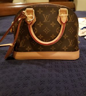 Louis Vuitton Alma BB with organizer, dust bag, receipt, lock and key and all tags paperwork for Sale in Temecula, CA