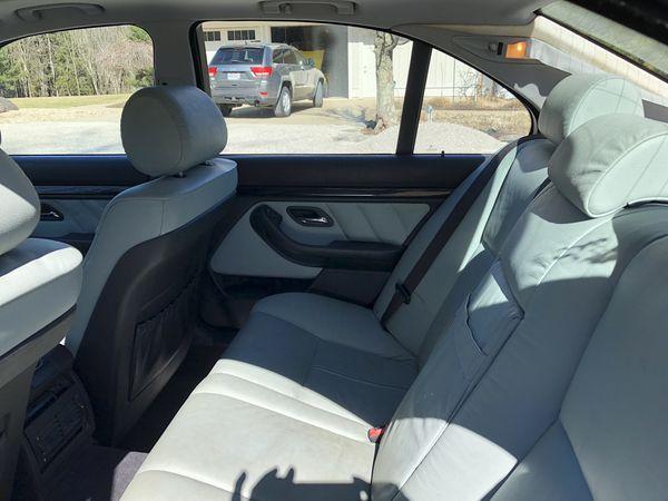 BMW 528. 2000 model yr