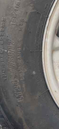 LT 245/75/R17 Tire And Rim for Sale in Hollywood,  FL