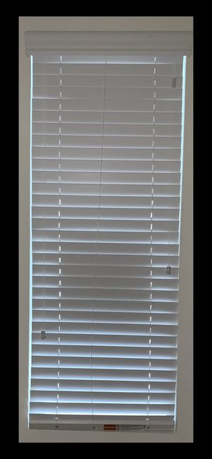 Window inside faux wood blinds and Valance in color white 22 3/8 x 46 1/2. for Sale in Lake Elsinore, CA