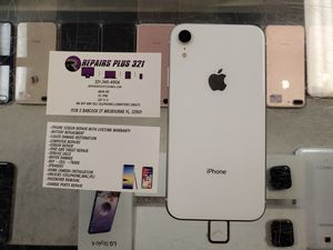 Unlocked White iPhone XR 64gb for Sale in Melbourne, FL