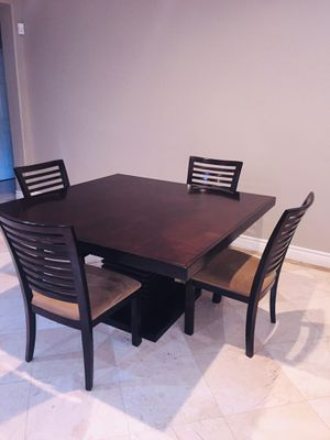 Dining table with 4 chairs for Sale in Corona, CA