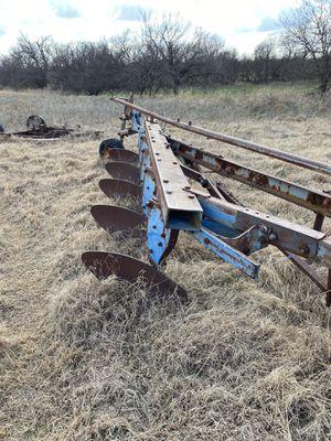 5 bottoms moldboard plow for Sale in Lawton, OK