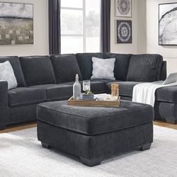 NEW, U SHAPPED SECTIONAL, RAF Corner Chaise, SLATE COLOR. for Sale in Santa Ana,  CA