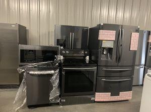 New Samsung black stainless full kitchen appliance set for Sale in Kissimmee, FL