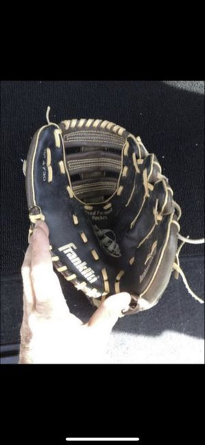 Baseball glove 10 inches for Sale in Hilliard, OH