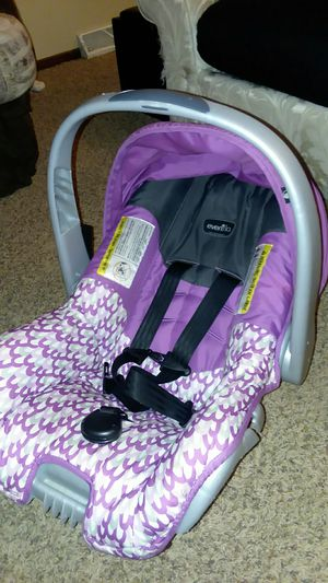 Evenflo infant car seat with base and Sun cover and bug cover included for Sale in Ankeny, IA