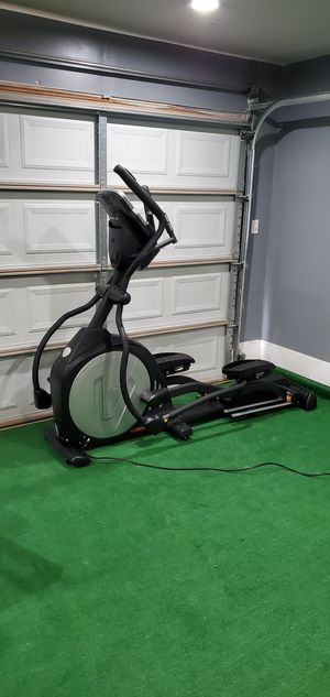 Sole E95 elliptical in good working condition has incline an resistance axl for your music an also has a fan to cool down for Sale in DeSoto, TX