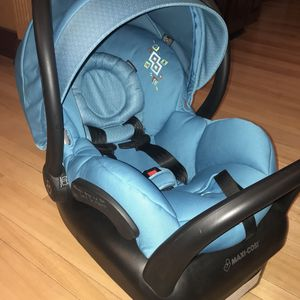 Maxi Cosi Infant car seat and base ,light Weight! for Sale in Bethel Park, PA