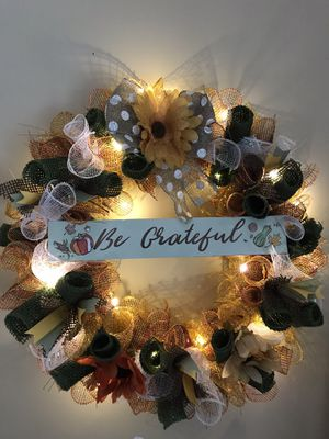 "One of a kind wreath with lights 18"" for Sale in Kawkawlin, MI"