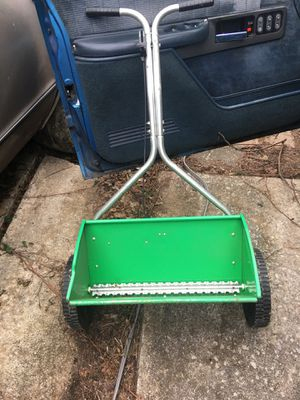 """A 20""""-INCH LAWN FEEDER USED IN GOOD CONDITION $20.00 for Sale in Philadelphia, PA"""
