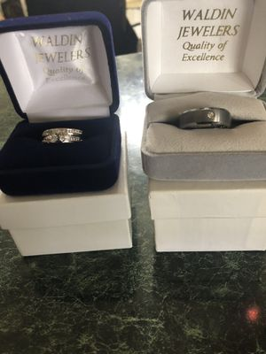 Wedding ring set 10 k. White gold size 7'5 for Sale in Sterling, VA
