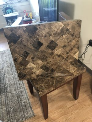 End table for Sale in West Mifflin, PA