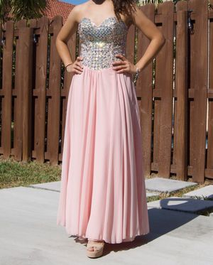 Back crisscross pink prom dress !!! Or for 15s for Sale in Miami, FL