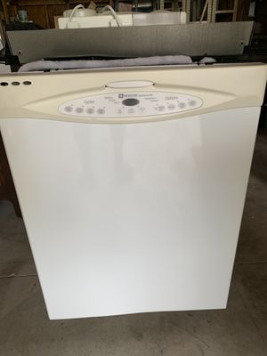 White Maytag Dishwasher (Good condition) for Sale in Florissant, MO