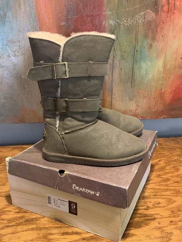 Bearpaw size 9 women's boots great condition