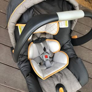 Chicco Car seat for Sale in Chicopee, MA