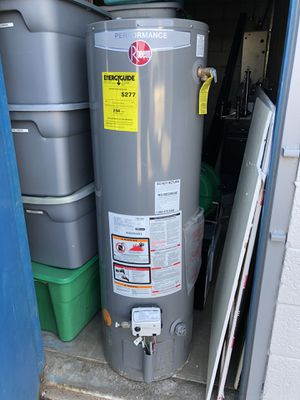 40 gal-Rheem Natural Gas Water Heater. Has slow water leak. Maybe can fix? Heats up water nice. Good regulator. Good for parts -$50.00 for Sale in Mesa, AZ