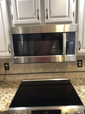 New Bosch Stainless Steel Over-the-Range Convection Microwave HMV8053U Top of the line for Sale in Florence, KY