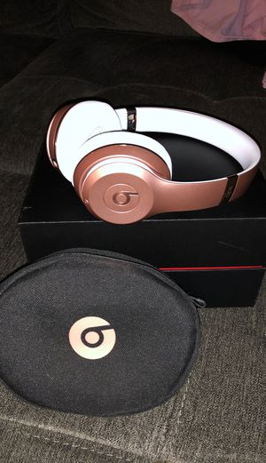 Rose Gold Beats, Bluetooth in original box and case! for Sale in Rancho Cucamonga, CA