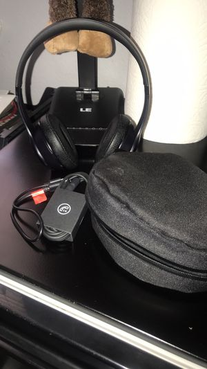 Beats solo 3 wireless for Sale in Pittsburg, CA