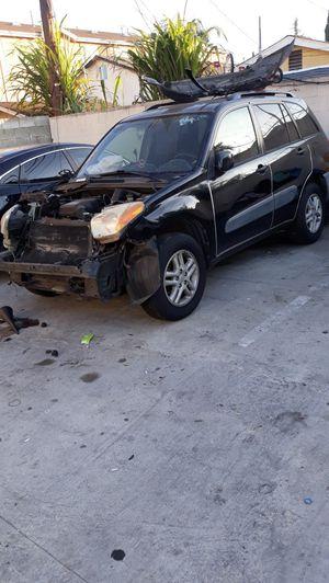 Vendo mi carro para partes oh para qué lo arreglen un Toyota rav4 2001 tiene 16900 mi for Sale in Los Angeles, CA