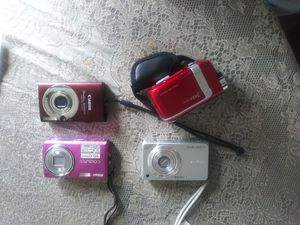 DIGITAL CAMERA BUNDLE for Sale in Yardley, PA