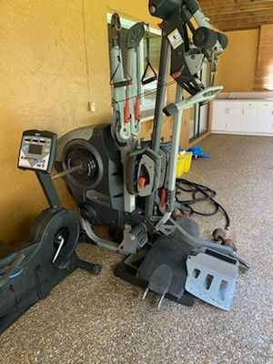Bowflex and bicycle and free weights for Sale in Pompano Beach, FL
