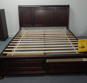 Prescott King platform bed with storage footboard for Sale in Lexington, NC