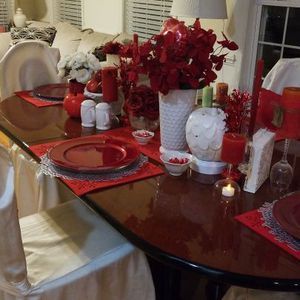 DINING TABLE,WITH FOUR CHIARS for Sale in Silver Spring, MD