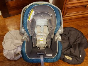 GRACO SnugRide 35 INFANT BABY CAR SEAT AND BASE WITH ACCESSORIES for Sale in Valley View, OH