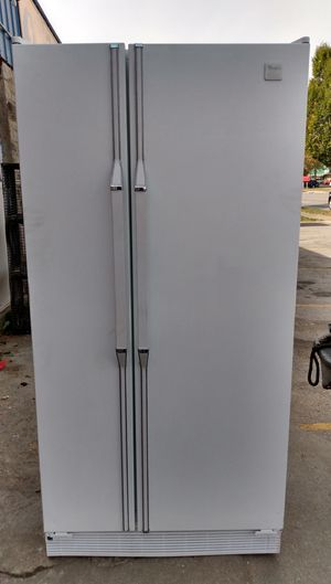 Whirlpool 20 Refrigerator for Sale in Columbus, OH