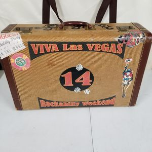 Vintage suitcase for Sale in Anaheim, CA