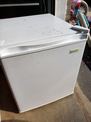 Mini fridge with small freezer for Sale in Romeoville, IL