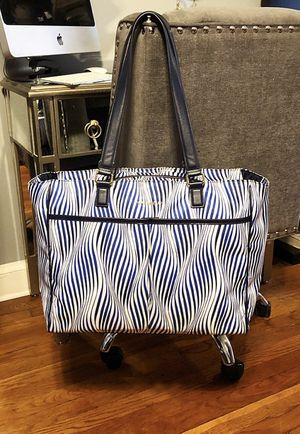 Vera Bradley Uptown Bag paid $195 Great condition! Navy blue White Wavy Stripe. Measurements 16 x 14 x 5 inches with 12 inch removable strap. Rear sl for Sale in Washington, DC