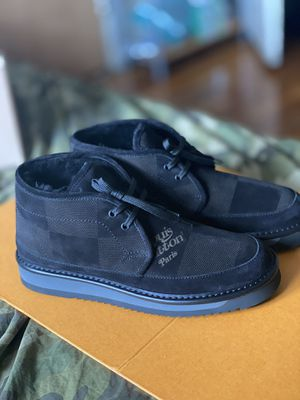 Louis Vuitton X nigo cosy boot size 9 for Sale in Queens, NY