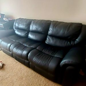 Leather sofa for Sale in Columbus, OH