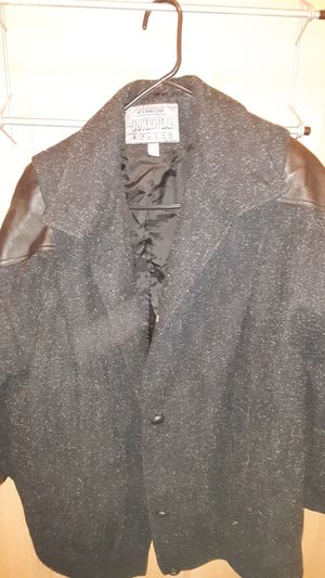 International outerwear medium for Sale in Columbus, OH