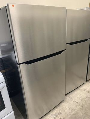 Insignia Stainless Steel Top Freezer Refrigerator for Sale in Anaheim, CA