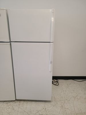 Ge top freezer refrigerator used good condition with 90 days warranty for Sale in Mount Rainier, MD