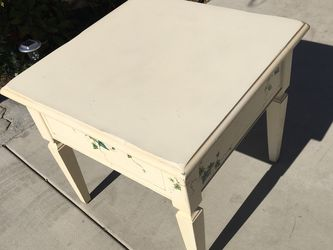 """Printed solid wood table, very beautiful, sturdy and durable Dimensions:24.5""""high,26""""wide 26""""Depth for Sale in Huntington Beach,  CA"""